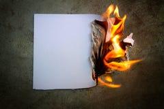 Het document was brand het branden stock foto