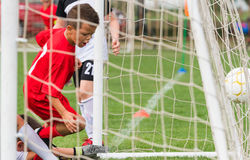 Het doel netto dichte omhooggaand van het voetbalvoetbal royalty-vrije stock foto's