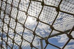 Het doel netto tegen blauwe hemel tijdens teampraktijk in Thessaloni Royalty-vrije Stock Afbeeldingen