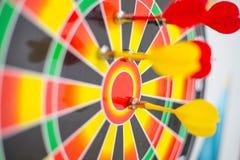 Het doel van de doelpijl om doelmarkt te centreren Royalty-vrije Stock Afbeelding