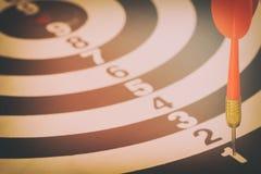 Het doelpijltje met doelpijlen en dartboard is het doel en Royalty-vrije Stock Afbeelding
