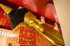 Het doen leunen van het standbeeld van Boedha in kerk Royalty-vrije Stock Fotografie