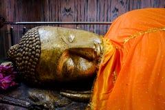 Het doen leunen van het Standbeeld van Boedha in Kushinagar, India Royalty-vrije Stock Afbeeldingen