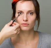 het doen van make-up Stock Foto's