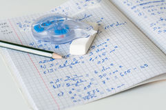 Het doen van wiskunde Royalty-vrije Stock Foto's