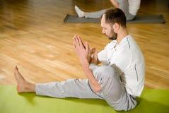 Het doen van Yoga Royalty-vrije Stock Foto's