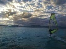 Het doen windsurf in Brazilië stock afbeelding