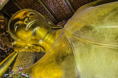 Het doende leunen gouden standbeeld van Boedha Wat Pho, Bangkok Royalty-vrije Stock Afbeelding