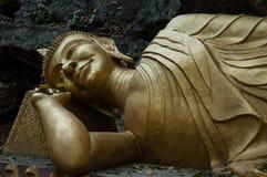 Het doende leunen Standbeeld van Boedha Stock Foto's