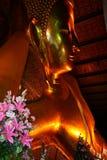 Het doende leunen Thaise Standbeeld van Boedha Stock Fotografie
