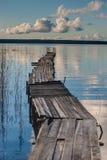 Het dok van de boot op een meer royalty-vrije stock afbeelding