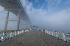 Is het Dok van de Maniergang in Charleston South Carolina in Mist benieuwd Stock Fotografie