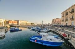 Het dok van Ortigia, Syracuse in Sicilië royalty-vrije stock afbeeldingen