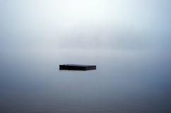 Het dok verdwijnt in de Mist stock afbeeldingen