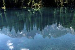 Het Dolomiet Italië van de meerliefkozing Meer van Caresse in Italië Toneelplaats en beroemde toeristische bestemming Ongerepte a royalty-vrije stock foto's