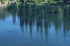 Het Dolomiet Italië van de meerliefkozing Meer van Caresse in Italië Toneelplaats en beroemde toeristische bestemming Ongerepte a royalty-vrije stock afbeelding