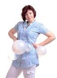 het donkerbruine donkerbruine meisje in blauw chemise met witte ballons stock afbeeldingen