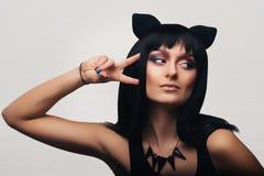 Het donkerbruine meisje van Ð ¡ Ute met kattenoren Stock Afbeeldingen