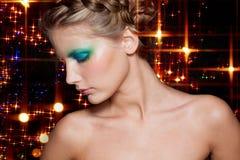 Het Donkerbruine Meisje van de manier. Mooi Make-up en Haar Royalty-vrije Stock Foto's