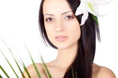 Het donkerbruine portret van de close-upvrouw over wit Royalty-vrije Stock Afbeelding