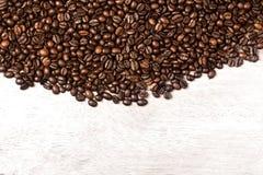 Het donkere Geroosterde behang van de de Cafeïne Bruine Espresso van Koffiebonen dicht omhoog Fried Coffee Beans Texture-macro Royalty-vrije Stock Foto