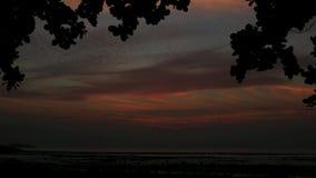 Het donkere schot van de zonsondergang in time tijdspanne stock footage