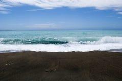 Het donkere Strand van de Kiezelsteen Royalty-vrije Stock Foto's