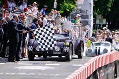 Het donkerrode MM.spin van Alfa Romeo 6C 2300 B reizen beëindigt de 1000 Miglia klassieke autorace Royalty-vrije Stock Afbeelding