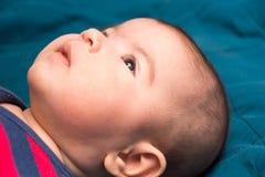 Het doordringen starende blik van het kind Stock Afbeelding