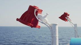 Het doorstane rode schip signaleert lichten