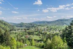 Het dorp in de vallei stock fotografie