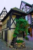 Het dorp Eguisheim van de Elzas Stock Foto's