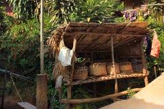 Het dorp en de mensen Oost- van Azië - Karen ethnie in Thailand royalty-vrije stock afbeeldingen