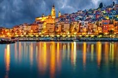 Het dorp Menton van de Provence na zonsondergang Stock Fotografie