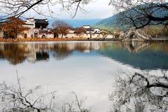 Het dorp representatief voor Hui Style Architecture in China stock fotografie