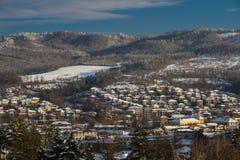 Het dorp Tryavna in de winter Zonsondergang Royalty-vrije Stock Foto's
