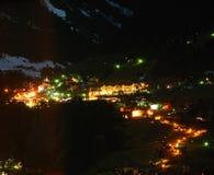 Het dorp van alpen een nacht Royalty-vrije Stock Foto