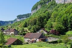 Het dorp van baume-les-Messieurs royalty-vrije stock afbeelding