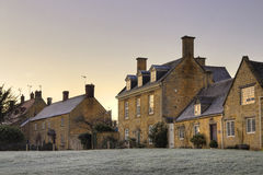 Het dorp van Cotswold bij dageraad, Engeland Royalty-vrije Stock Foto's