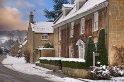 Het dorp van Cotswold in sneeuw Stock Afbeeldingen