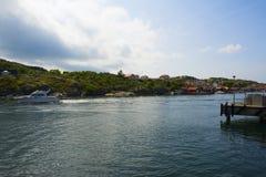 Het dorp van de boot en van de kust Stock Fotografie