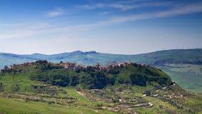 Het dorp van de heuveltop van Madonie Stock Foto's