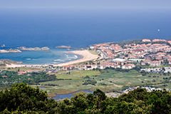 Het dorp van de kust: Isla, Cantabrië, Spanje royalty-vrije stock afbeelding