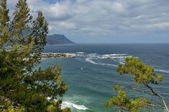 Het dorp van de toevlucht bij Atlantische kust, Cape Town Stock Afbeelding