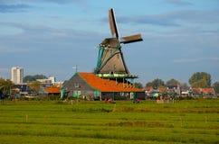 Het dorp van de windmolen in Holland Stock Afbeelding