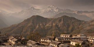 Het dorp van Gandryuk Traditioneel Nepalees huis, trekking aan royalty-vrije stock afbeeldingen