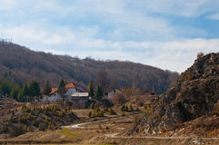 Het dorp van Gostilje in gebied Zlatibor Stock Afbeelding