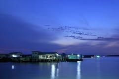 Het dorp van het water bij dageraad Royalty-vrije Stock Foto's