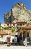 Het dorp van Kastraki en Meteora berg, Griekenland Stock Foto's
