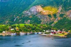 Het dorp van Noorwegen en fjordlandschap in Flam royalty-vrije stock fotografie